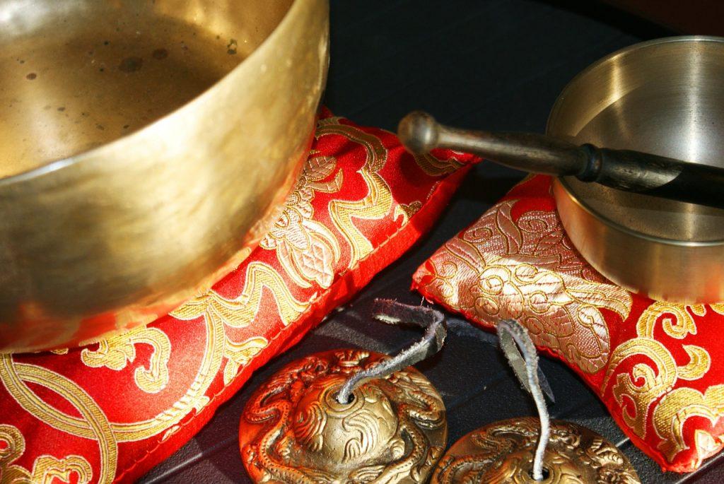 singing-bowls-185789_1280-1